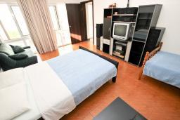 Спальня. Черногория, Риека Режевичи : Апартамент с отдельной спальней, с террасой