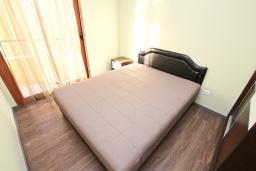 Спальня. Черногория, Сутоморе : Апартамент с отдельной спальней, с террасой и балконом