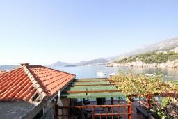 Вид на море. Черногория, Пржно / Милочер : Комната для 3-4 человек, с общей террасой с шикарным видом на море, возле пляжа