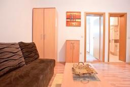 Гостиная. Черногория, Бечичи : Апартамент с отдельной спальней, с террасой