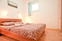 Спальня. Черногория, Бечичи : Апартамент с отдельной спальней, с террасой