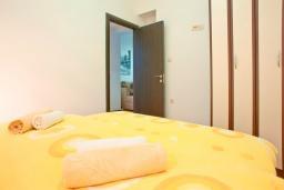 Спальня. Черногория, Бечичи : Апартамент для 4-5 человек, с 2-мя отдельными спальнями, с террасой