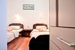 Спальня 2. Черногория, Бечичи : Апартамент для 4-5 человек, с 2-мя отдельными спальнями, с террасой