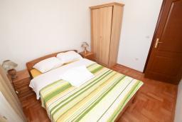 Спальня 2. Черногория, Будва : Апартамент для 4-5 человек, с 2-мя отдельными спальнями, с террасой