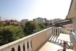 Терраса. Черногория, Будва : Апартамент для 4-5 человек, с 2-мя отдельными спальнями, с террасой