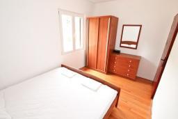 Спальня. Черногория, Росе : Апартамент для 8-11 человек, с 4-мя отдельными спальнями, с 2-мя гостиными, с большой кухней, с 2-мя ванными комнатами, с 4-мя террасами