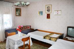Спальня 2. Черногория, Герцег-Нови : Дом в Герцег-Нови (Старый город) с 3-мя отдельными спальнями, с 2-мя балконами с шикарным видом на море, 150 метров до пляжа