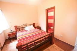 Спальня 2. Черногория, Риека Режевичи : Апартамент для 4-6 человек, с 2-мя отдельными спальнями, с 2-мя ванными комнатами, с террасой с видом на море