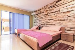 Спальня 2. Черногория, Дженовичи : Апартамент для 4-6 человек, с 2-мя отдельными спальнями, с 2-мя ванными комнатами, с террасой с видом на море
