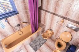 Ванная комната. Черногория, Дженовичи : Апартамент для 4-6 человек, с 2-мя отдельными спальнями, с 2-мя ванными комнатами, с террасой с видом на море