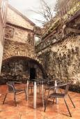 Терраса. Черногория, Котор : Апартамент для 6-8 человек, с 3-мя отдельными спальнями, с просторной гостиной, с ванной комнатой с джакузи, с большой террасой