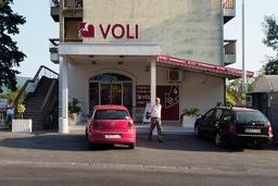 Супермаркет VOLI 38 в Мельине