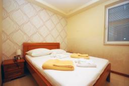 Спальня 2. Черногория, Рафаиловичи : Апартамент №502 с отдельной спальней и видом на море