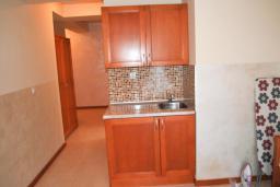 Спальня. Черногория, Рафаиловичи : Апартамент №602 с отдельной спальней и видом на море