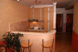 Кухня. Черногория, Рафаиловичи : Апартамент №5 с двумя спальнями и видом на море