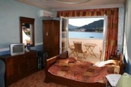 Гостиная. Черногория, Рафаиловичи : Апартамент №1 с отдельной спальней и видом на море