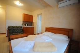 Студия (гостиная+кухня). Черногория, Рафаиловичи : Студио №402 с балконом