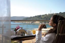 Вид на море. Черногория, Бечичи : Премиум номер с видом на море