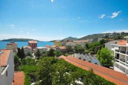 Вид на море. Черногория, Рафаиловичи : Двухместный номер c боковым видом на море