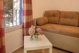 Гостиная. Черногория, Будва : Апартамент с балконом 4*