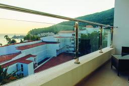 Балкон. Черногория, Петровац : Улучшенный номер