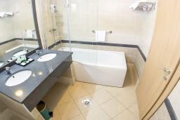 Ванная комната. Черногория, Петровац : Люкс Дуплекс