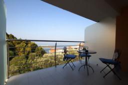Балкон. Черногория, Святой Стефан : Люкс апартамент с отдельной спальней и боковым видом на море (№3 APP 03 LUX SS)