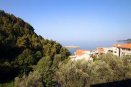 Вид на море. Черногория, Святой Стефан : Люкс апартамент с отдельной спальней и боковым видом на море (№3 APP 03 LUX SS)