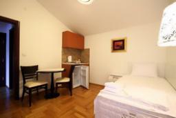 Гостиная. Черногория, Святой Стефан : Люкс апартамент с отдельной спальней и боковым видом на море (№5 APP 03 LUX SS)