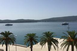 Вид на море. Черногория, Тиват : Номер-студио