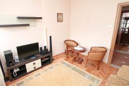 Спальня. Черногория, Котор : Апартамент для 4 человек, с 2-мя отдельными спальнями