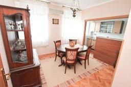 Гостиная. Черногория, Котор : Апартамент для 4 человек, с 2-мя отдельными спальнями