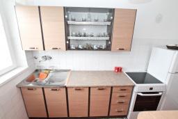 Кухня. Черногория, Котор : Апартамент для 4 человек, с 2-мя отдельными спальнями