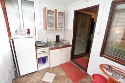 Кухня. Черногория, Котор : Студия с террасой с шикарным видом на море, 100 метров до пляжа