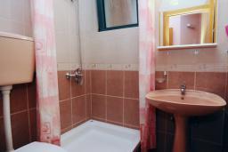 Ванная комната. Черногория, Будва : Апартамент с отдельной спальней (№1 APP 02+1)