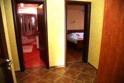 Коридор. Черногория, Селяново : Роскошный апартамент для 6-8 человек, с огромной гостиной, с 4-мя отдельными спальнями, с террасой