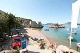 Вид на море. Черногория, Пржно / Милочер : 2-х этажный домик в Пржно с гостиной, с 2-мя отдельными спальнями, с 2-мя ванными комнатами, с балконом с шикарным видом на море, возле пляжа, бесплатный Wi-Fi
