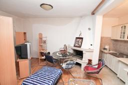 Гостиная. Продается 2-х этажный дом в Зеленике. 230м2, с участком 400м2, 5 спален, большая терраса, 200 метров до моря. в Зеленике