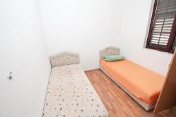 Спальня. Продается 2-х этажный дом в Зеленике. 230м2, с участком 400м2, 5 спален, большая терраса, 200 метров до моря. в Зеленике
