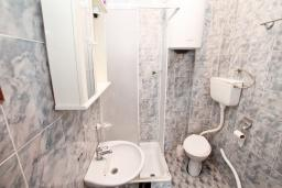 Ванная комната. Продается 2-х этажный дом в Зеленике. 230м2, с участком 400м2, 5 спален, большая терраса, 200 метров до моря. в Зеленике