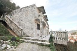 Фасад дома. Продается 2-х этажный дом в Зеленике. 230м2, с участком 400м2, 5 спален, большая терраса, 200 метров до моря. в Зеленике