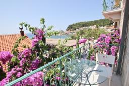 Вид на море. Черногория, Петровац : Шикарный 3-х этажный дом в Петроваце с 5 отдельными спальнями,  с 3 ванными комнатами, с террасой и 2-мя балконами с видом на море, бесплатный Wi-Fi, возле пляжа