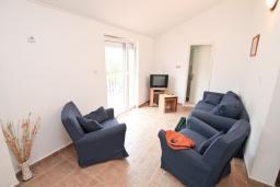 Гостиная. Продается квартира в Прчань. 76м2, гостиная, 2 спальни, балкон с шикарным видом на море, 50 метров до моря, цена - 98'000 Евро. в Прчани