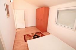 Спальня 2. Продается квартира в Прчань. 76м2, гостиная, 2 спальни, балкон с шикарным видом на море, 50 метров до моря, цена - 98'000 Евро. в Прчани