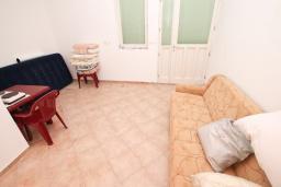 Продается коммерческое помещение в центре Герцег-Нови. 1 комната 18м2, туалет, 100 метров до моря, цена - 54'000 Евро. в Герцег Нови