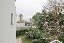 Вид на море. Продается квартира в Герцег-Нови, Савина. 52м2, гостиная, 1 спальня, терраса с видом на море, 150 метров до пляжа, цена - 135'200 Евро. в Герцег Нови