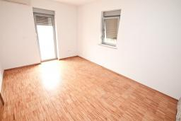Спальня 2. Продается квартира в Герцег-Нови, Савина. 66м2, гостиная, 2 спальни, балкон с видом на море, 150 метров до пляжа, цена - 171'600 Евро. в Герцег Нови