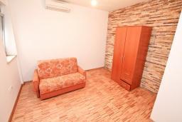 Спальня. Продается квартира в Герцег-Нови, Савина. 52м2, гостиная, 1 спальня, балкон с видом на море, 150 метров до пляжа, цена - 130'000 Евро. в Герцег Нови