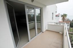 Балкон. Продается квартира в Герцег-Нови, Савина. 52м2, гостиная, 1 спальня, балкон с видом на море, 150 метров до пляжа, цена - 130'000 Евро. в Герцег Нови