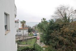 Вид на море. Продается квартира в Герцег-Нови, Савина. 52м2, гостиная, 1 спальня, балкон с видом на море, 150 метров до пляжа, цена - 130'000 Евро. в Герцег Нови